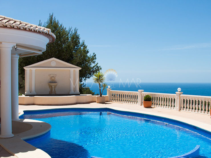 An extraordinary balcony to the Sea – Luxury Villa in Moraira